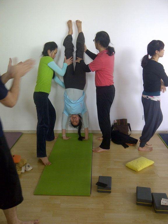 handstand1-web