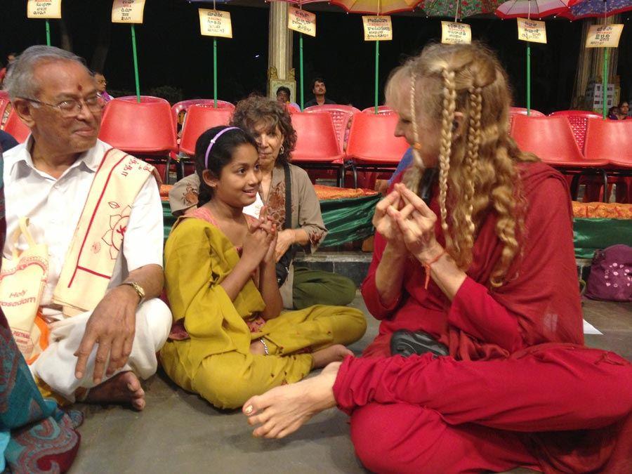 India_Mysore_KJI_GopalKrihsna_granddaughter_mudra