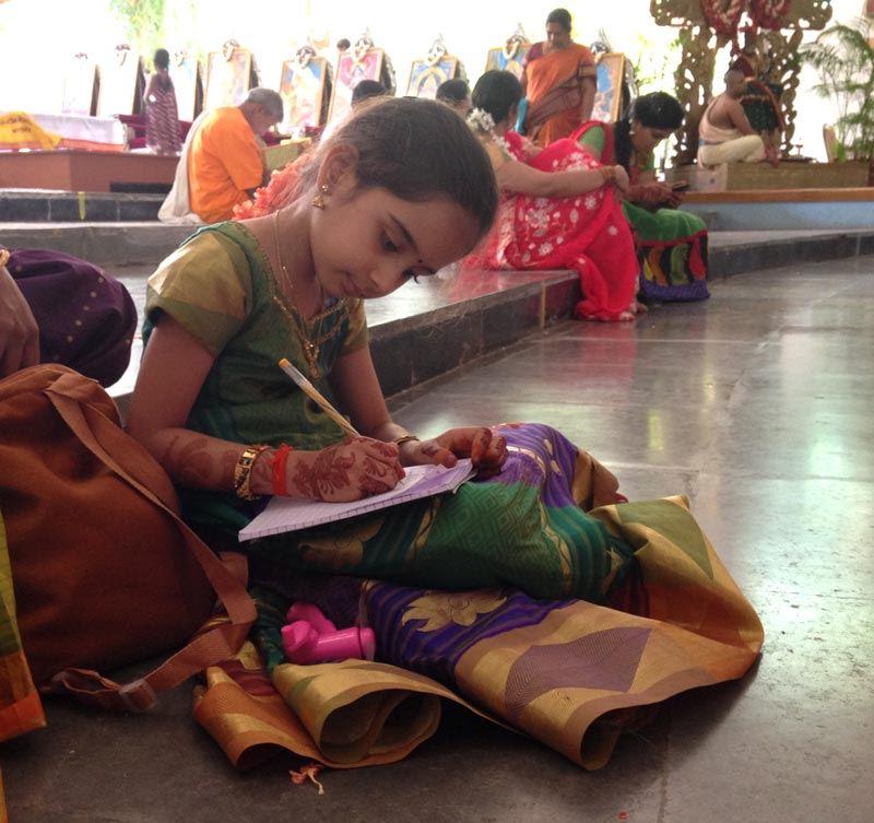 India_Mysore_Scenes_girl