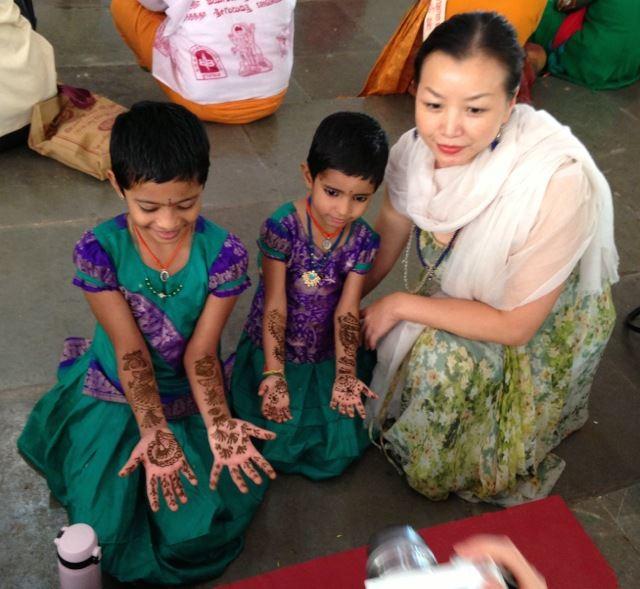 India_Mysore_scenes_Joy_indian_girls