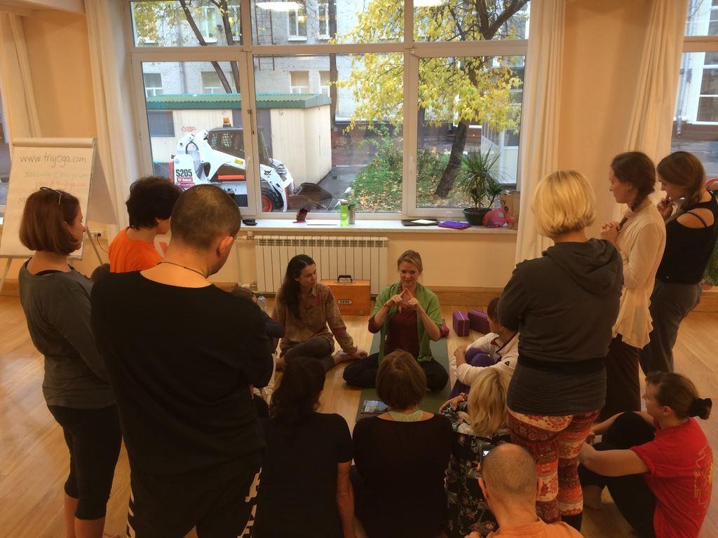 Santoshi teaching mudrā