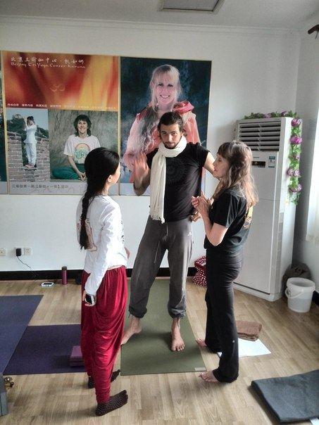 TriYoga_Beijing_Alexey_assisting_4
