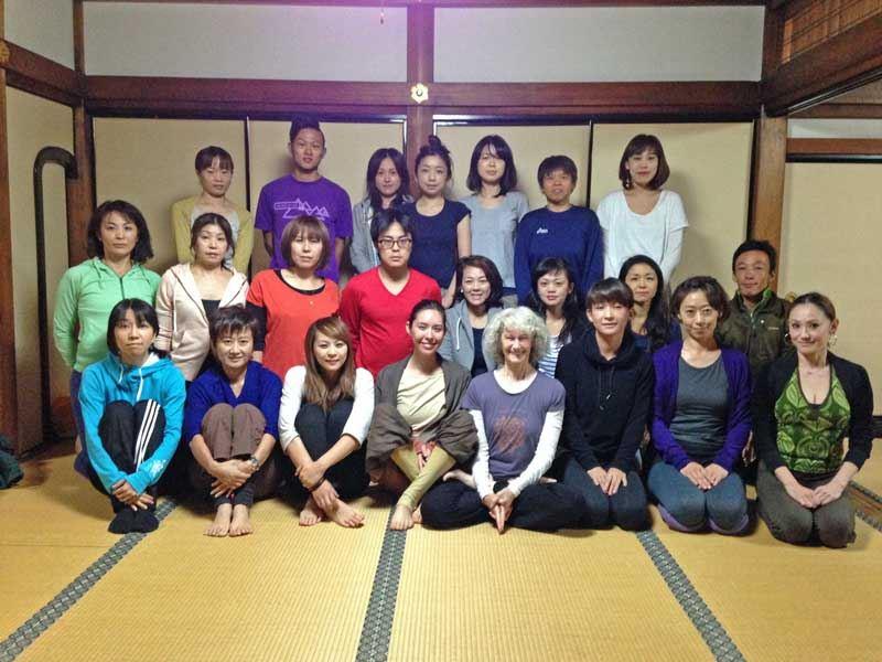 _TriYoga_YogaSmile_Level2-group