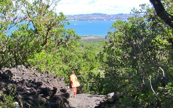 NZ_Rangitoto_Kaliji_walking_down