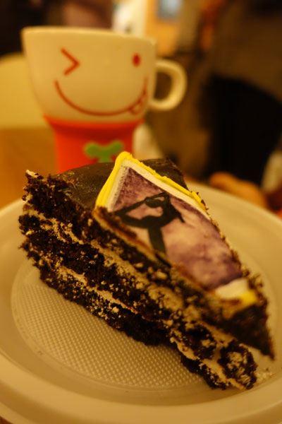 Kaliji's cup and piece of vegan cake