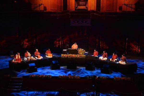 Sri_Swamiji_Royal_Albert_Hall_with_musicians