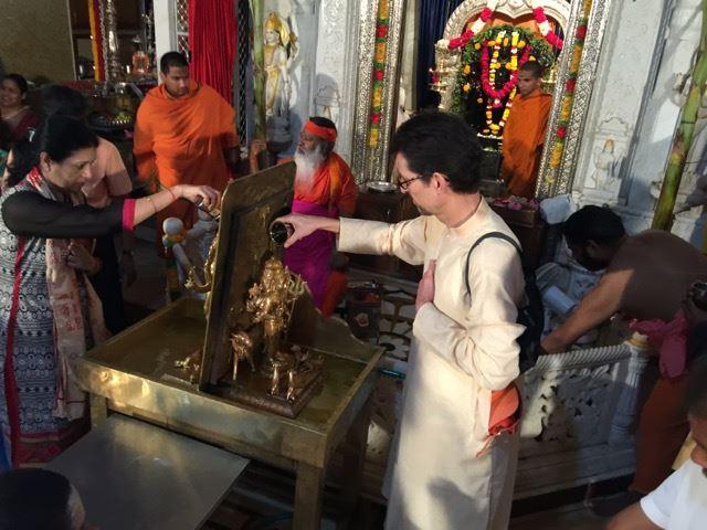 Detlef performs abhishekam on Datta Jayanti