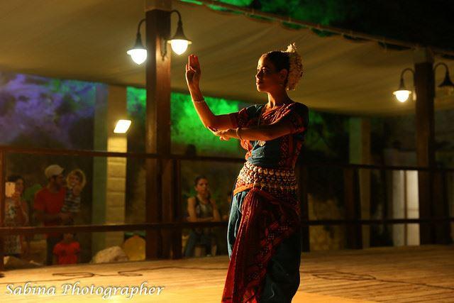 Rosh_Hanikra_Dancer