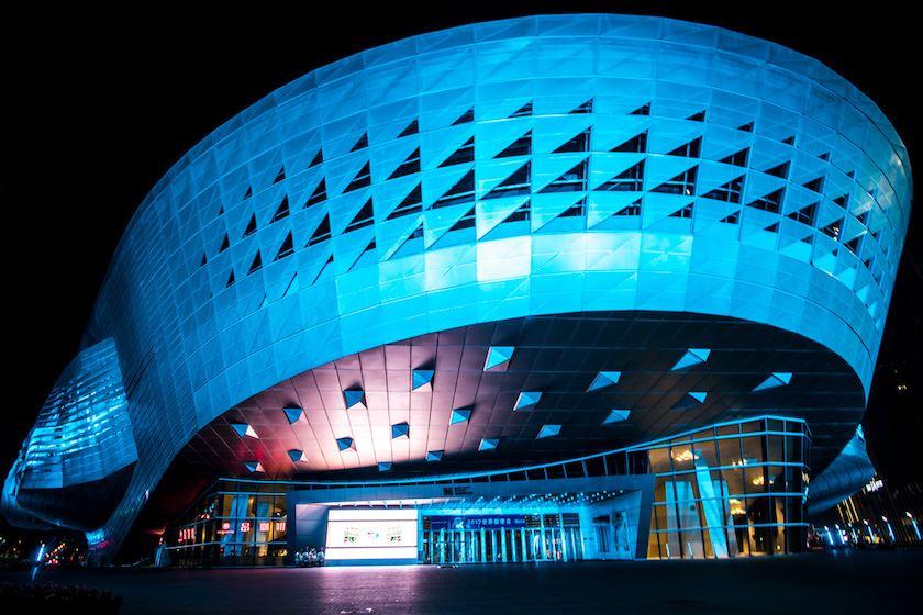 Dalian_ConventionCenter_night_blue_1