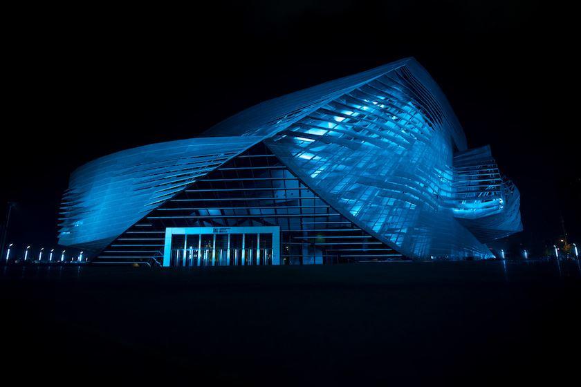 Dalian_ConventionCenter_night_blue_2