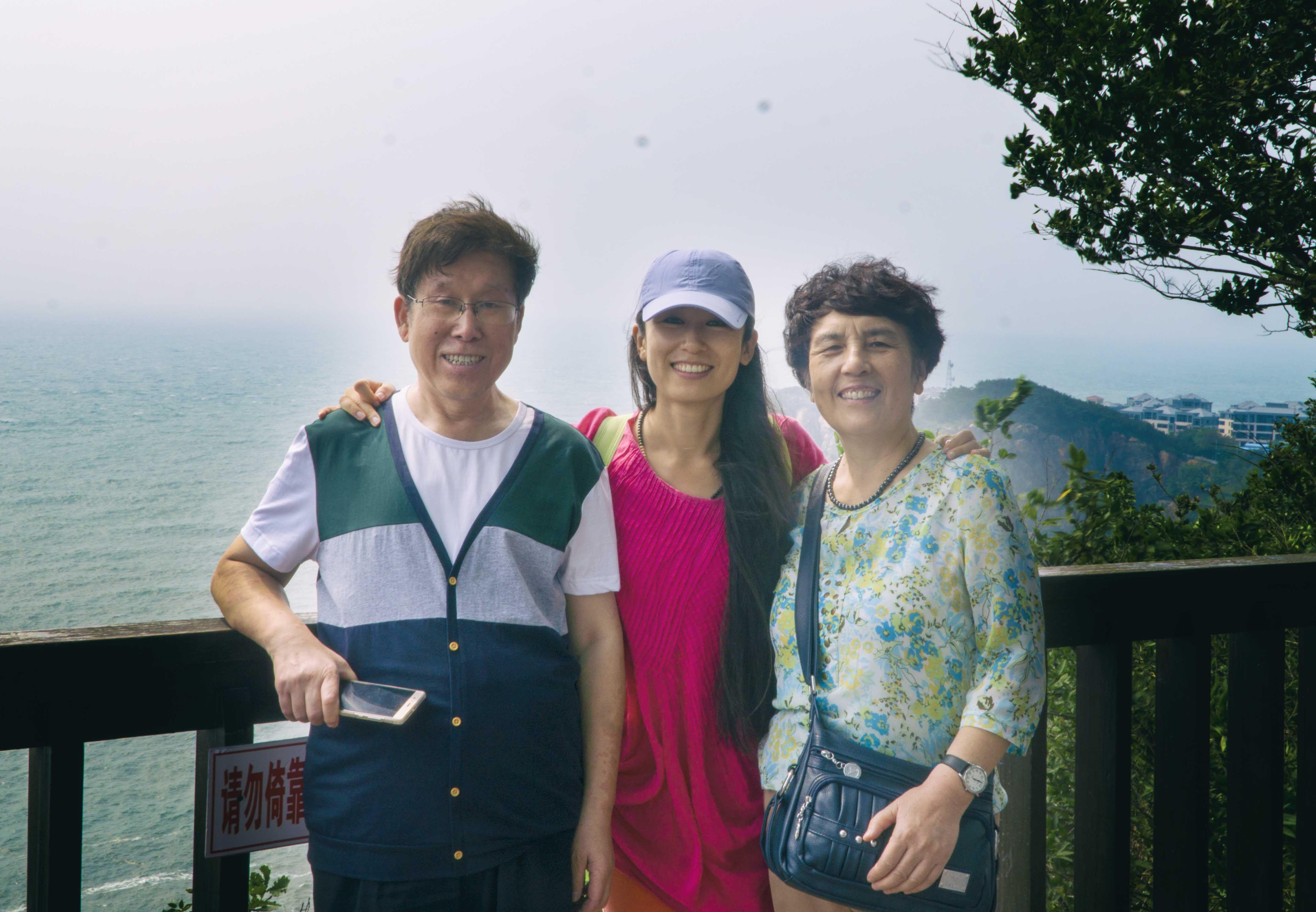 Kiki_parents_Dalian