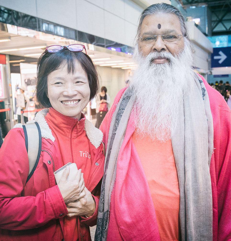 SriSwamiji_Julia_airport_Taiwan2017