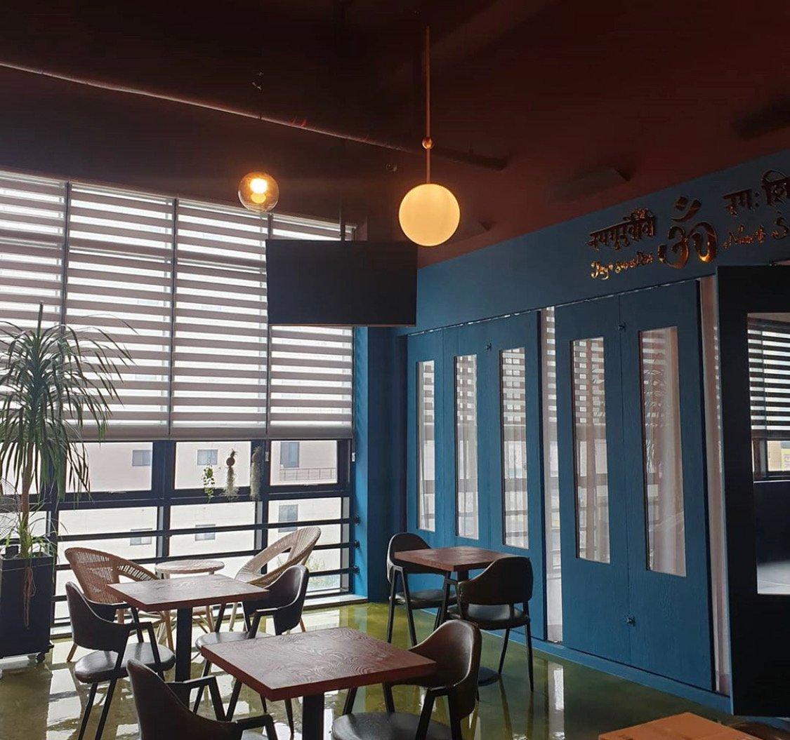 TYC Jeonju Cafe Siva tables